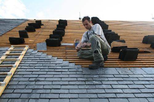 L 39 glise reprend fi re allure le petit journal du girmont for Comment monter sur un toit